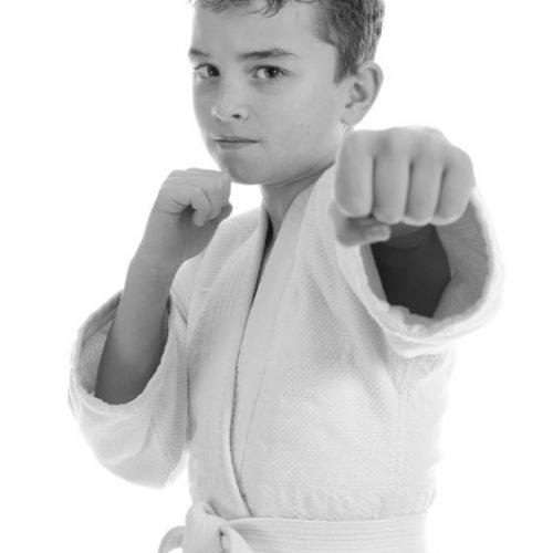 kid_learn_selfdefense